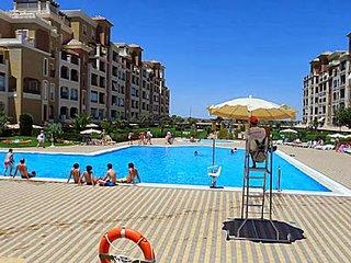 Urbanizacion Los Cisnes, con piscinas y 1a linea de playa