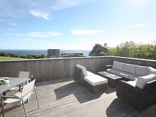 House 45 - Offers everything you need to enjoy the dramatic coast line and beaut