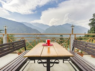 Stay for 3 near Naggar Castle