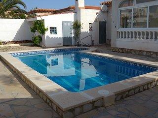 Villa Martina con piscina privada , tres dormitorios, solo 150m a la playa