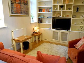 Marlyn, Chichester - Well equpied modern apartment, within walking distance of C