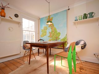 Cottage By The Roman Wall, Chichester - Great cottage set in historic Chichester