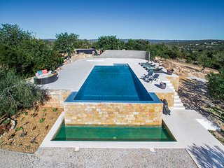 Stunning panoramic sea views, Luxury 4 bedroom villa located 5 minutes - Loulé