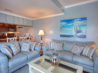 Quiet, Waterfront Top Floor Unit-Close to Beach & Dining, Private Screened In Ba
