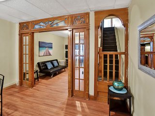 Spacious Townhouse w Plenty Amenities/South Philly Traditional