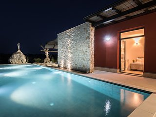 Beautiful property with breathtaking view and pool, in the countryside of Noto.