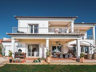 Stunning panoramic sea views, Luxury 4 bedroom villa located 5 minutes - Loule