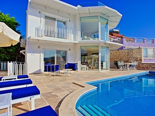 Cinnibar: Large villa with private pool and sea views