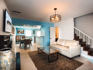 The Cinque Terre at Plaza 2700. Rustic yet Modern Townhome Steps from the Sand!