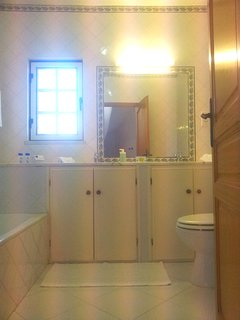 Shared bathroom (ground floor)