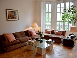 Luxury 3 Bedroom Apartment on Boulevard Raspail