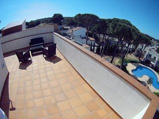 Villa Micky haut standing, TERRASES, SOLARIUM, WIFI, PARKING,PISCINE, 6/7pax