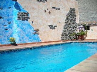 Casa de pueblo,tranquilo,renovada,confortable,jardin piscina climatizable,garage