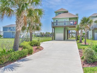 Sea Turtle Tango-Beachside Home with Gulf View & Pool Access