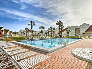 Panama City Beach Condo w/ Patio-Walk to Beach