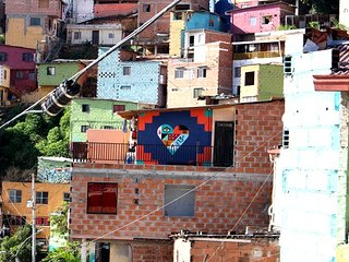 HOSPEDAJE VIVELA13. En la Comuna 13 de Medellin