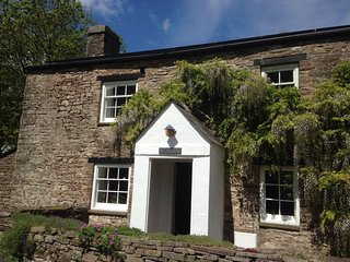 Crawnon River Cottage - a Romantic Rural Retreat