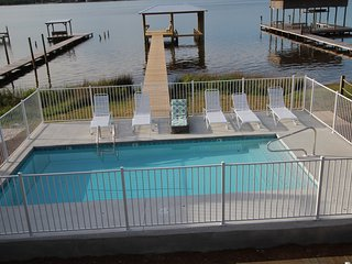 Waterfront Paradise, Private pool, dock, 6BR 4 BA, sleeps 20, New