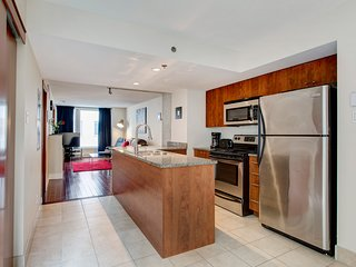 1221 SFX . AMAZING CONDO IN OLD MONTREAL 2