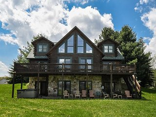 Amazing lake views, 3 master suites, close to DCL activities!
