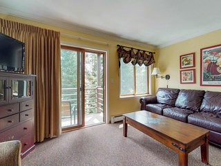 NEW LISTING! Ski-in/out condo w/shared hot tub-close to hiking & biking