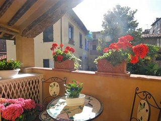 Elegant and very spacious home in the heart historic centre Lucca, terrace, Wifi