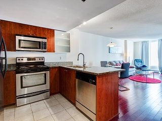 1520 SFX · COMFY APT IN OLD MONTREAL