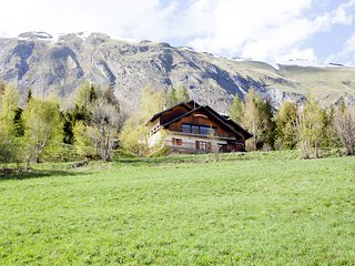 Mountain chalet ideal for cyclists, walkers and skiers.