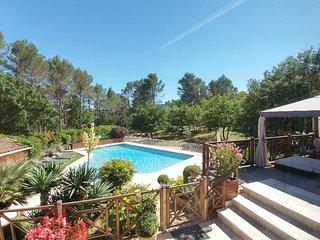 15' Aix, Villa 3 chambres, cuisine, dependances, piscine chauffee jacuzzi, jeux