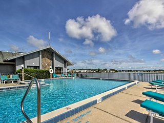NEW! Cocoa House w/ Lanai & Pool Access Near Beach