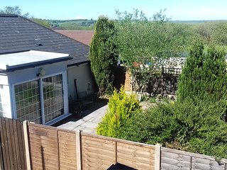 Garden flat, enclosed garden, 2 beds, kitchen, lounge, pet & family friendly