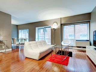410 MOS · EXECUTIVE SUITE IN OLD MONTREAL