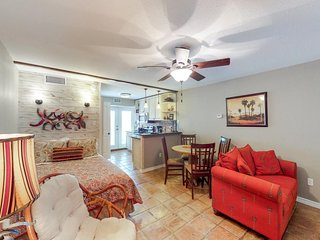 Dog-friendly studio condo w/two shared pools, fitness center & dock