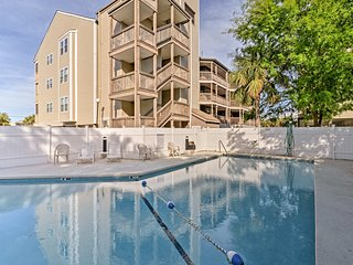 NEW! Surfside Beach Condo w/Balcony-Walk to Beach!