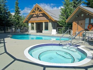 PRIVATE HOT TUB - Townhome, 2 Bed + Convertible bed, 2 Bath, (Sleeps 2-6)