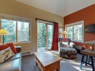NEW LISTING! Ski-in/out condo on the 4 O'Clock run, shared hot tub & sauna