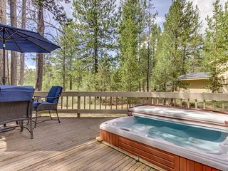 NEW LISTING! Large home w/private hot tub, shared pool & SHARC passes-dogs OK