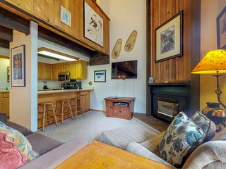 NEW LISTING! Serene, ski-in/out condo w/shared hot tub-access to lifts