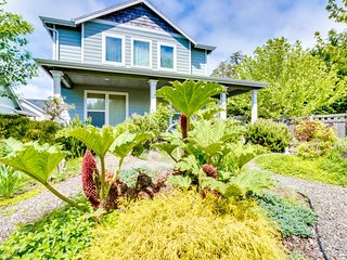 Comfortable, dog-friendly home with hot tub near Nehalem Bay State Park