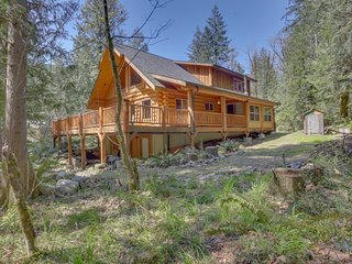 Woodland home w/ wraparound deck - near golf & ski slopes!