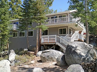 Luxury Mountain Home, 6 Bedrooms, 4 Baths, Hot Tub, near Heavenly - a Rare Find