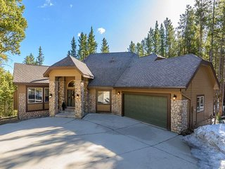 Large Home 5 Min to Downtown Breck - Pineview Hideaway