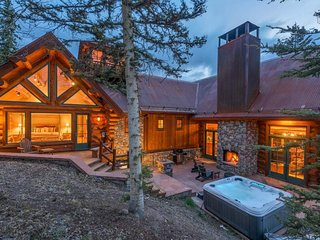 Gorgeous ski-in/ski-out home on the slopes with private hot tub - Winterfell