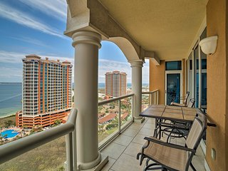NEW-Upscale Pensacola Beach Resort Condo w/Balcony