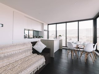 Modern Pad Minutes Away from Melbourne CBD
