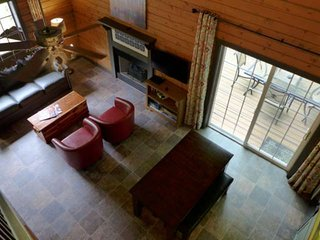 Cabin In The Woods, but still near all Branson activities. Dead-end street. +Sec