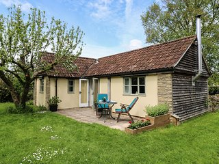 THE APPLE STORE, ground floor cottage, romantic break, patio, WiFi, in Nettleton