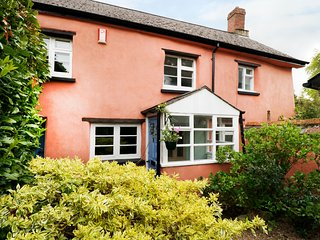 GARDEN SQUARE, woodburner, pet-friendly, exposed beams, in Winkleigh, Ref