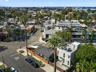 Venice Beach Villa with Rooftop Deck, Perfect for Large Groups and Entertaining