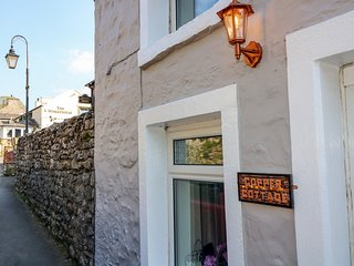 COPPER COTTAGE, pet-friendly, open-plan, in Ingleton